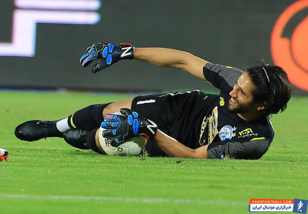 در این بین سیدحسین حسینی دروازه بان آبی ها یکی از نفراتی است که نقش کلیدی در ترکیب تیمش داشته و بازی های خوبی انجام داده است.