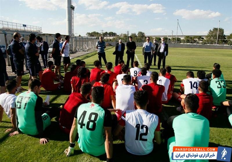 حضور محمدرضا زنوزی ، مالک باشگاه تراکتور در تمرین تیم + عکس