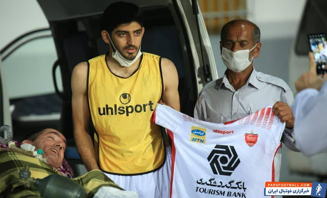 در پایان این بازی مهدی ترابی ، بازیکن تیم فوتبال پرسپولیس پیراهنش را به محمدرضا فهیمی، یکی از هواداران متعصب نساجی اهدا کرد.