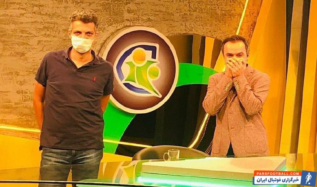 عادل فردوسیپور که این روزها به عنوان تهیهکننده برنامه فوتبال ۱۲۰ فعالیت میکند و همچنان جایی مقابل دوربینهای تلویزیونی ندارد.