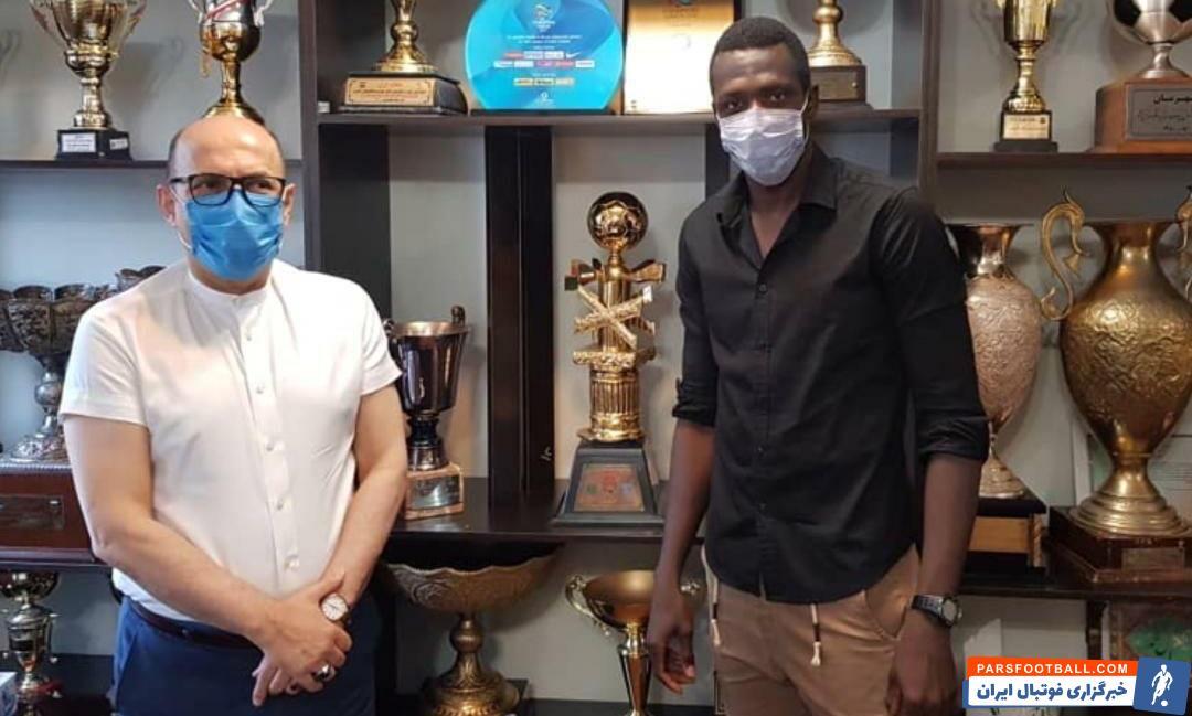 شیخ دیاباته مهاجم آفریقایی استقلال در محل این باشگاه حضور یافت و در جلسهای با احمد سعادتمند مدیرعامل آبیپوشان پایتخت شرکت کرد.