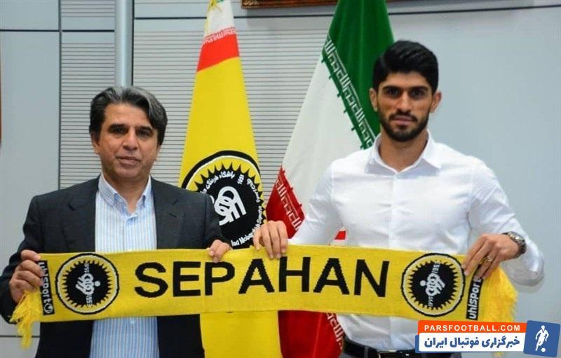 دانیال اسماعیلیفر با حضور در دفتر مرکزی سپاهان و مذاکره با نیکفر و سرپرست این باشگاه، قراردادی ۲ ساله با طلاییپوشان امضا کرد.