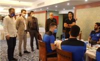 استقلال احمد سعادتمند با حضور در هتل محل اسکان تیم فوتبال استقلال، برای بازیکنان صحبت کرد و برای آنها در مصاف با پرسپولیس آرزوی موفقیت کرد.