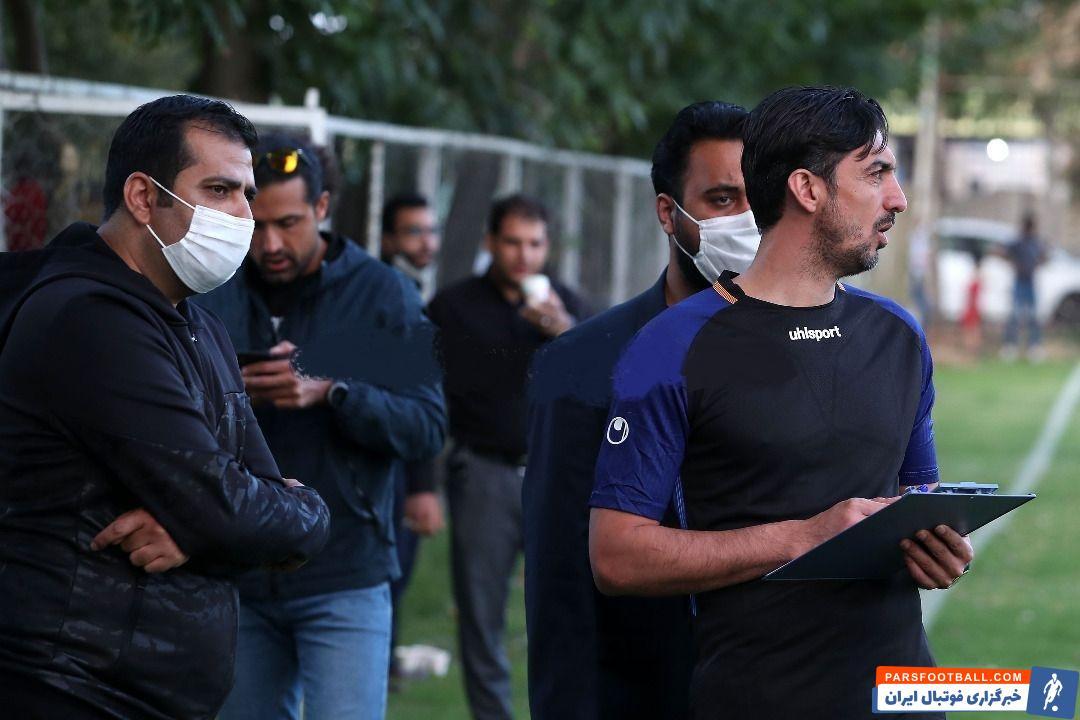 مهدی رحمتی در طی سال ها که بازوبند کاپیتانی را در تیم هایی چون استقلال به بازو بسته به نوعی همواره نقش مربی دوم و داخل زمین را داشت.