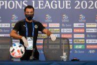 ژاوی هرناندز دقایقی قبل در حالی در نشست خبری پیش از دیدار مقابل العین امارات در سالن کنفرانس ورزشگاه جاسم بن حمد حضور یافت که شکل و شمایل ویژهای داشت.