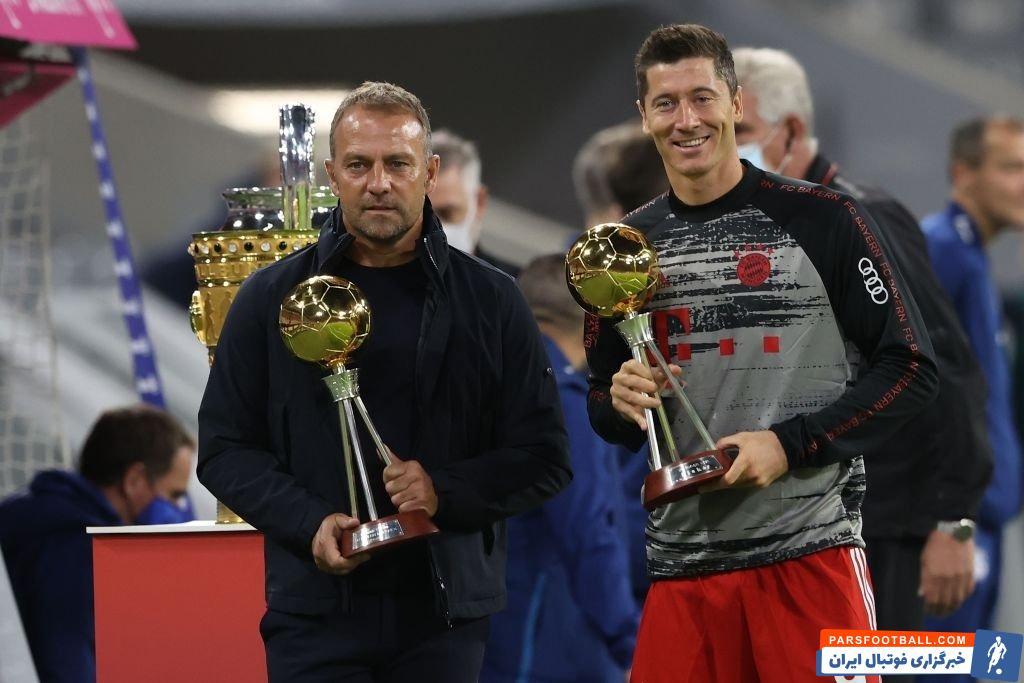 لوان رابرت لواندوفسکی ستاره لهستانی بایرن مونیخ پیش از بازی این تیم مقابل شالکه جایزه بهترین بازیکن فصل گذشته آلمان را دریافت کرد.