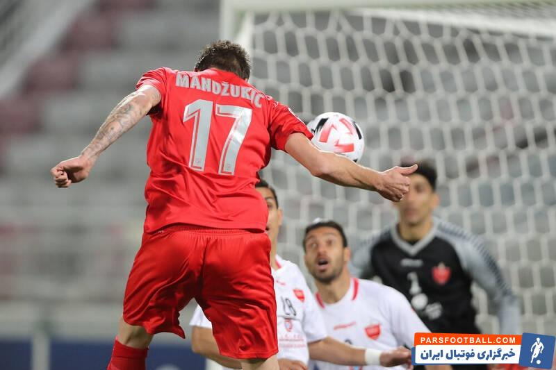 مهمترین چهره این عکس که مربوط به بازی رفت دو تیم است، ماریو مانژوکیچ است. مهاجمی که موفق شد دروازه بیرانوند و پرسپولیس را باز کند.