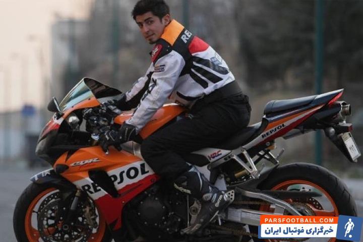 متاسفانه از دنیا رفت اما سالها قبل هم مهدی امیرآبادی با موتورسیکلت تصادف سنگینی کرده بود که خدا به او رحم کرد و زنده ماند.