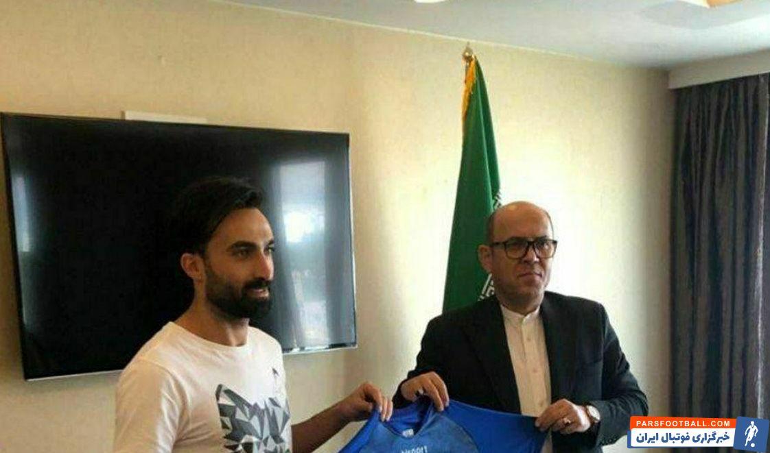 احمد موسوی پس از عقد قرارداد رسمی با تیم استقلال تهران گفت: خداراشکر تمام شد. بالاخره استقلال پرطرفدارترین تیم ایران است.