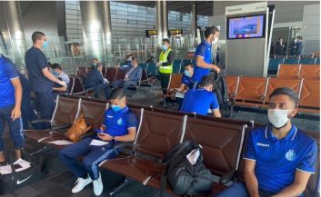 تصویری که از استقلال به دستمان رسیده نشان میدهد فرودگاه دوحه خبوت است و همه بازیکنان هم طبیعتا پرروتکل های بهداشتی را رعایت کردهاند.