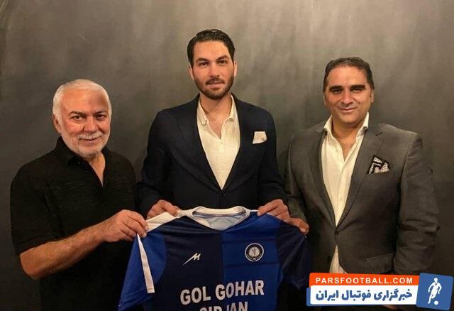 بعد از اینکه باشگاه پرسپولیس بهجای بیرانوند، حامد لک را در اختیار گرفت باشگاه استقلال خیلی زود باب مذاکره با علیرضا حقیقی را باز کرد.