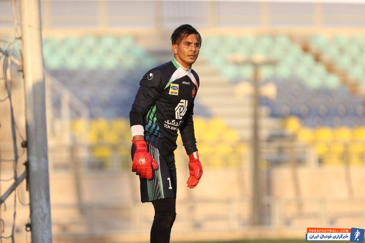 تیم فوتبال پرسپولیس پنجشنبه شب تیم الشارجه را با نتیجه چهار بر صفر شکست داد. در این بازی حامد لک یکی از ستاره های تیمش بود.