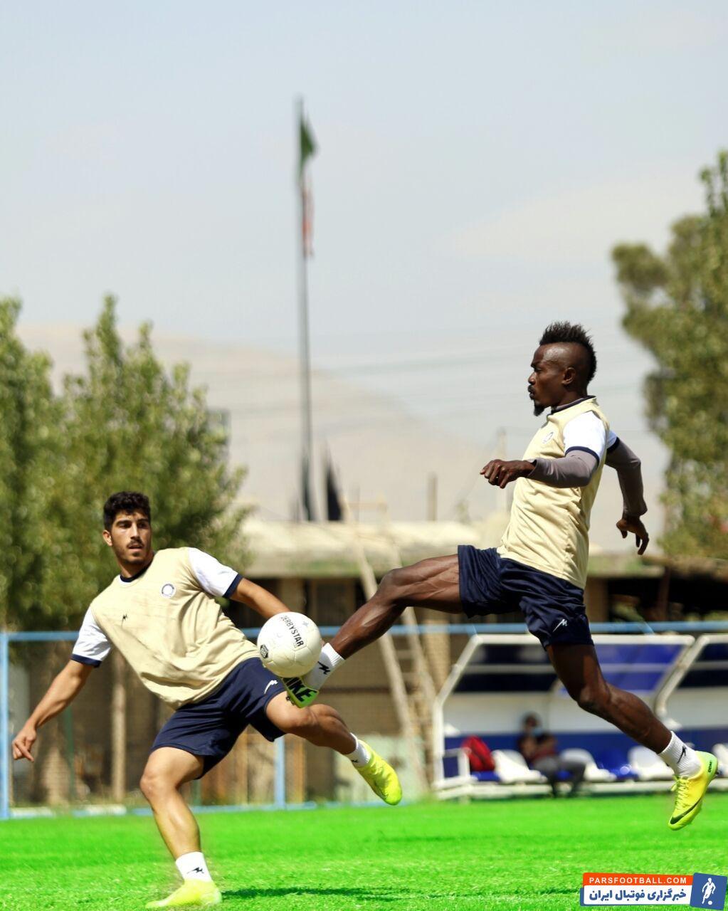 گادوین منشا بازیکن 31 ساله که در شهر لاگوس نیجریه متولد شده است، با پیکان در فوتبال ایران چهره شد و برای خود اسم و رسمی پیدا کرد.