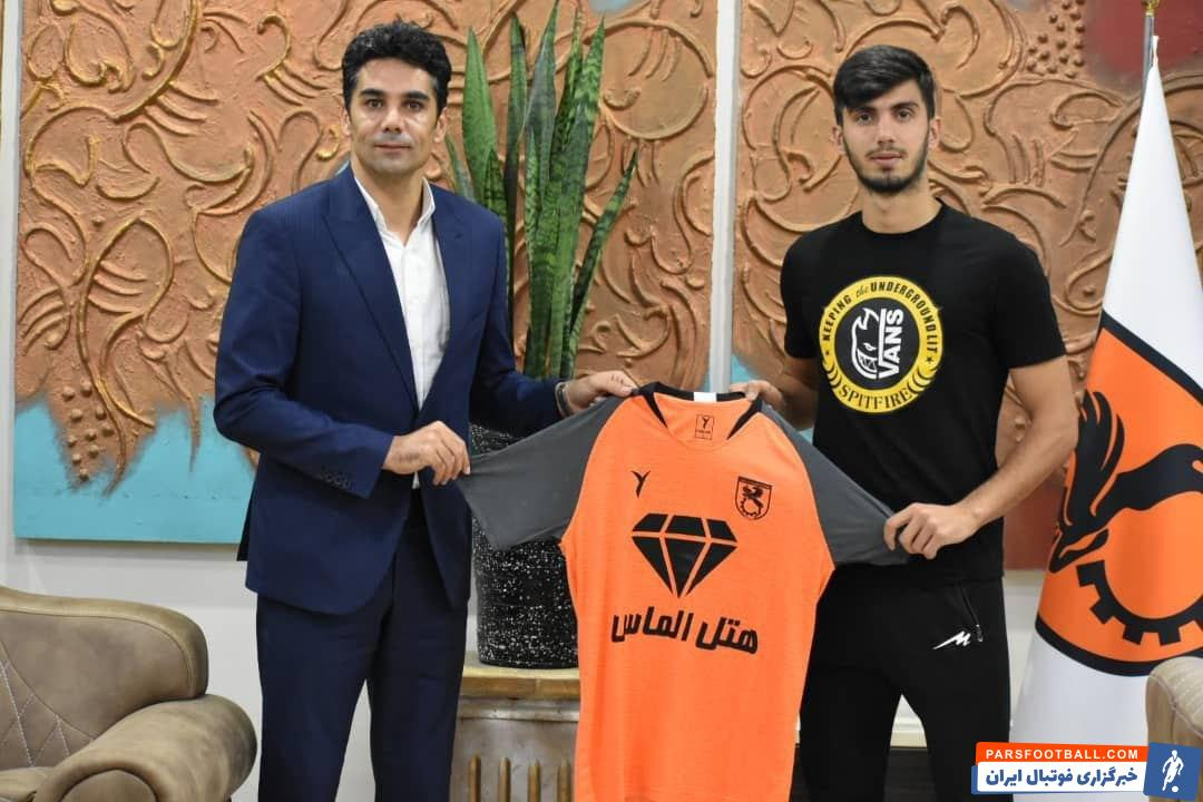 محمد آقاجانپور که در سه فصل اخیر برای شهرخودرو مشهد به میدان رفت و یکی از نفرات جوان این تیم محسوب میشد، با باشگاه مس رفسنجان قرارداد بست.