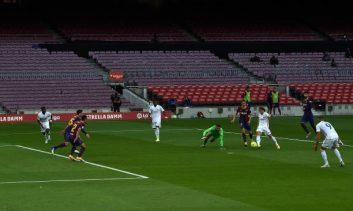 بعد از ورود مودریچ به زمین عملکرد رئال مادرید تا حدود زیادی با بهبود مواجه شد و این تیم توانست چند حمله خطرناک را روی دروازه بارسلونا ترتیب دهد.