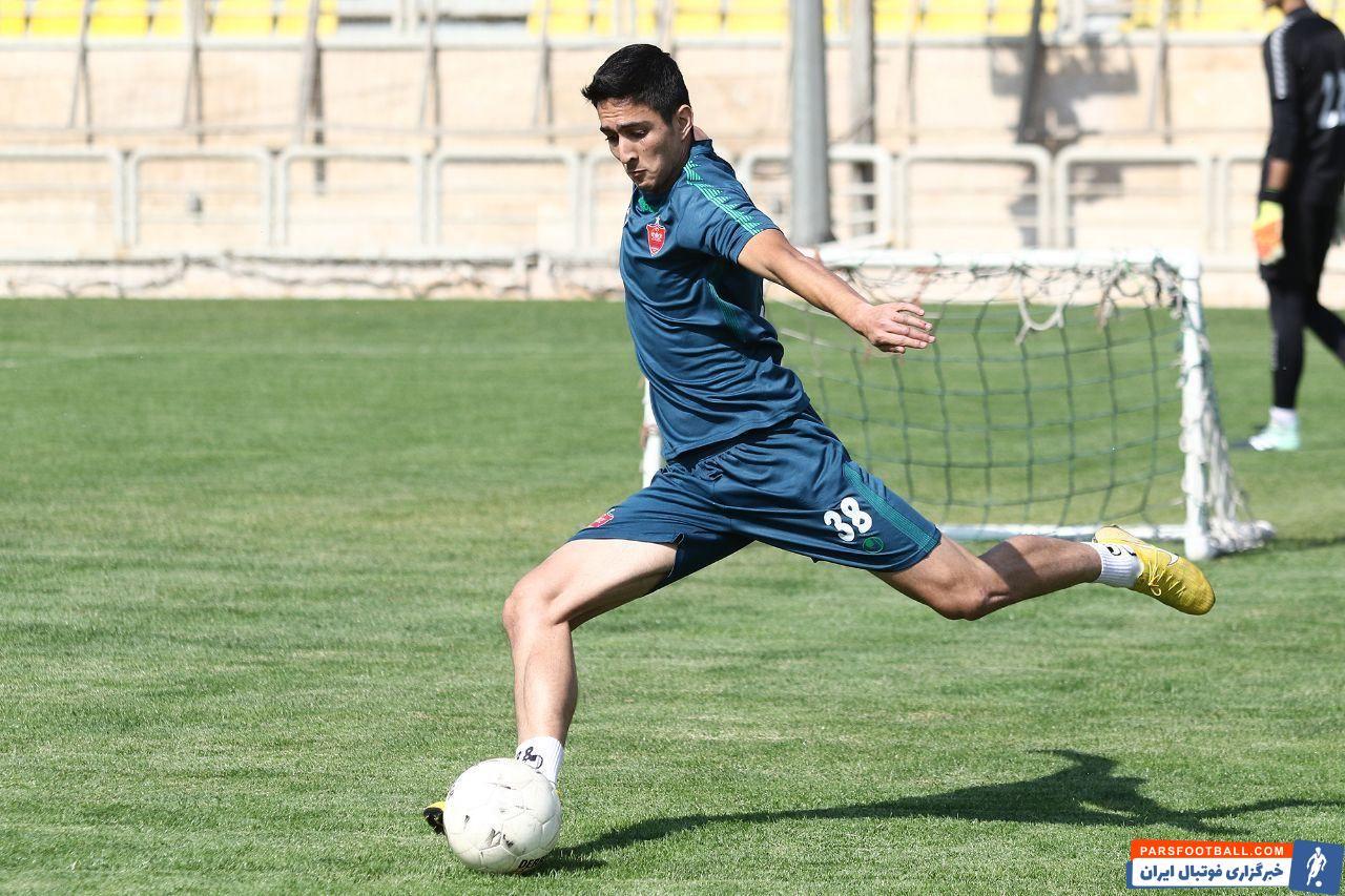 احسان حسینی ۲۲ ساله در سه سال اخیر عضو تیم پرسپولیس بوده اما تنها پنج بازی را انجام داده است. با این حال نکته جالب این است که....