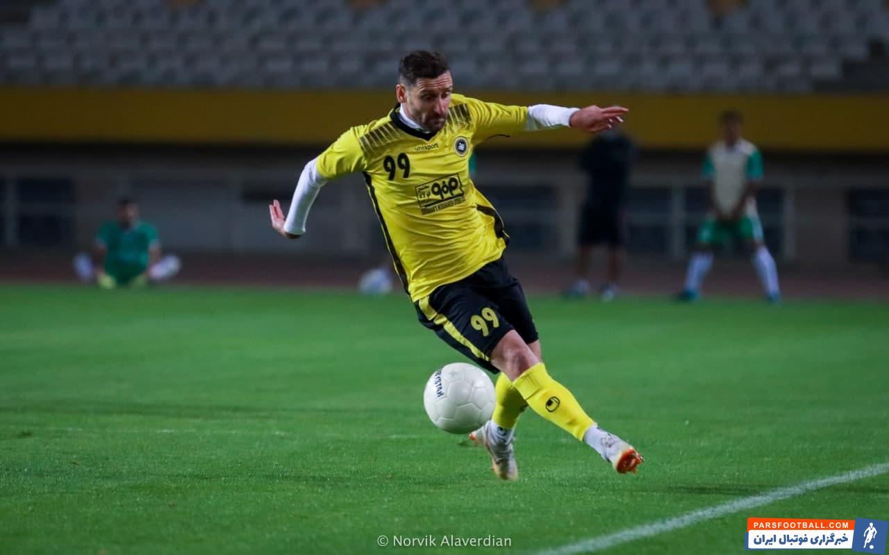 خلعتبری که لیگ نوزدهم را در تیمهای ذوبآهن و شهر خودرو سپری کرد، تصمیم گرفت تا بار دیگر به اصفهان بازگردد و اینبار برای آنها بازی کند.