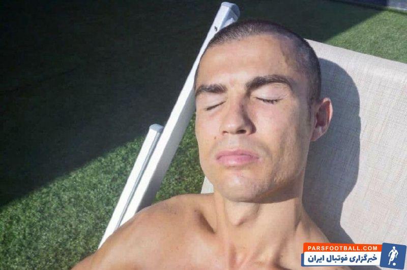 کریستیانو رونالدو امروزِ خود را که روز ال کلاسیکو بود، آفتاب گرفت و این عکس از خود را در صفحه شخصیاش در اینستاگرام منتشر کرد.