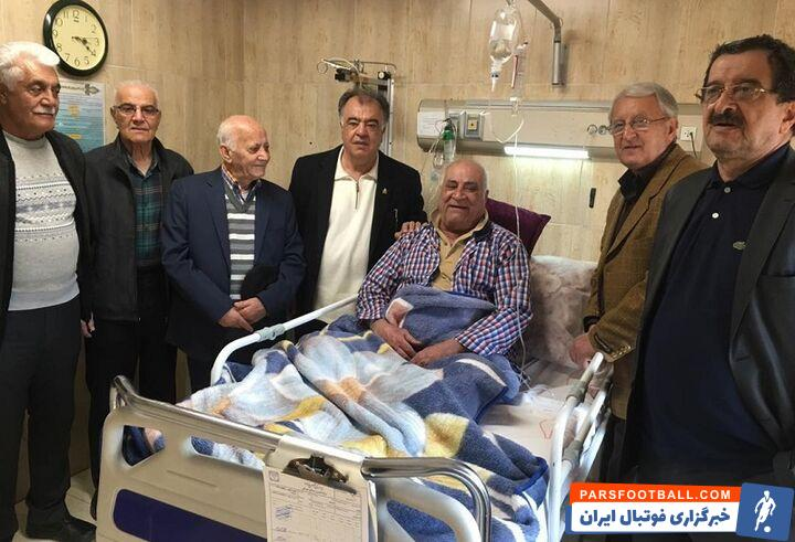 محمود یاوری که با عفونت شدید ریه مواجه شده، در بیمارستان ویژه کروناییهای اصفهان تحت درمان قرار گرفته ولی همچنان حال مساعدی ندارد.