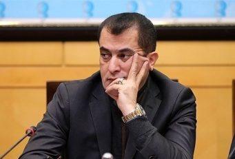 علی خطیر دیشب در لایوی مدعی شد که خلیل زاده رئیس هیئت مدیره استقلال استراماچونی را فراری داده است .اما حالا خلیل زاده سندی را علیه خطیر رونمایی کرده که او را متهم به دلالی می کند.