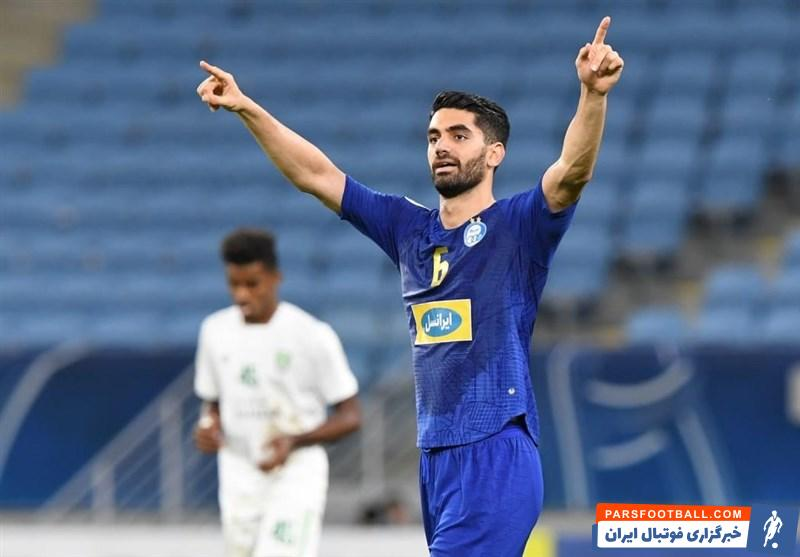 علی کریمی هافبک فصل قبل استقلال که هنوز مشخص نیست که در فصل آینده برای چه تیمی بازی خواهد کرد ، در شهر اصفهان دیده شده است تا شایعه بازگشتش به جمع سپاهانی ها جدی شود.