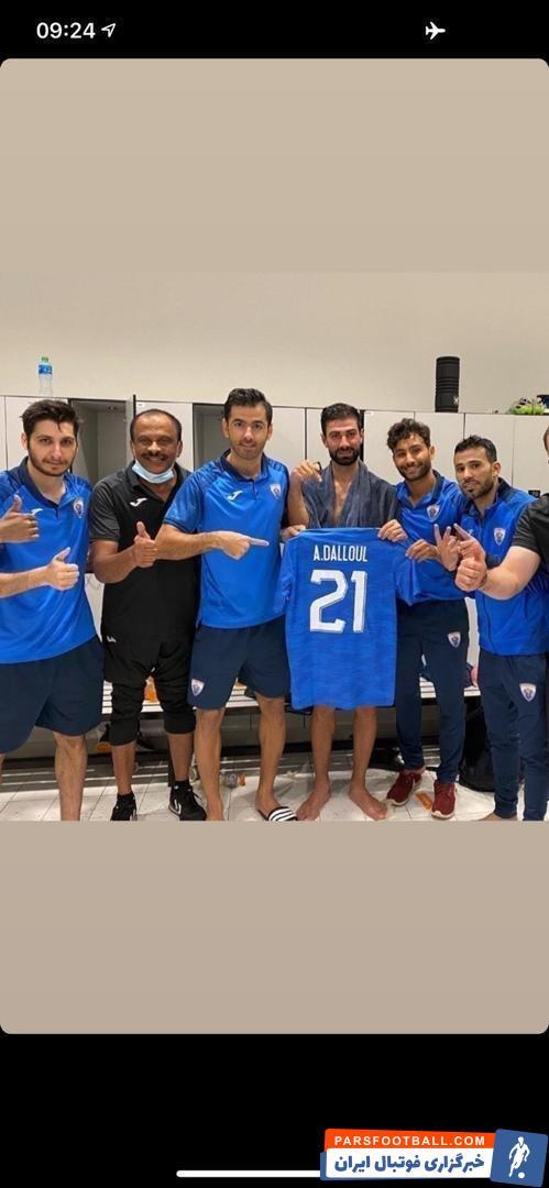 پژمان منتظری مدافع ایرانی تیم الخریطیات قطر به همراه همتیمی هایش مراسمی را برای روحیه دادن به بازیکن جوان و آسیب دیده این تیم برگزار کردند.