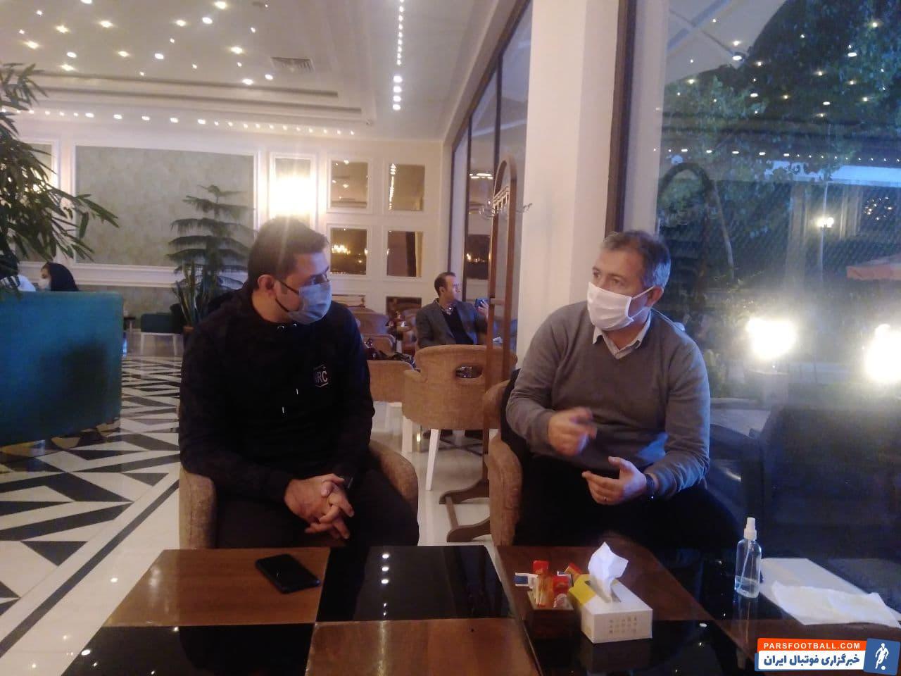 وحید فاضلی ، سرمربی جوان نساجی شب گذشته در هتل المپیک تهران با اسکوچیچ – سرمربی تیم ملی دیدار و گفتگو کرد.