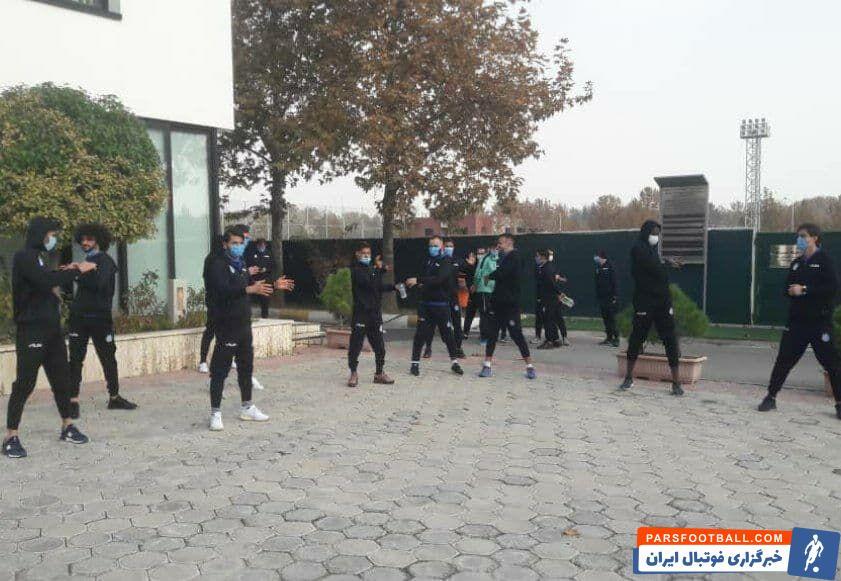 با نظر کادرفنی استقلال ، بازیکنان این تیم بعد از صرف صبحانه به عرقگیری در محل برگزاری اردوی آبیها زیر نظر دفتری مشغول شدند.