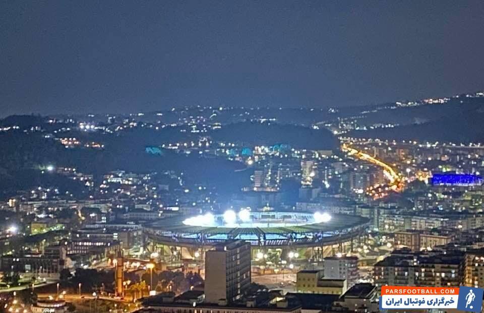 به احترام دیگو مارادونا پروژکتورهای ورزشگاه سن پائولو، استادیوم سنناپولو تا صبح روشن بود. مردم بندر ناپل با درگذشت او به خیابانها ریختهاند.