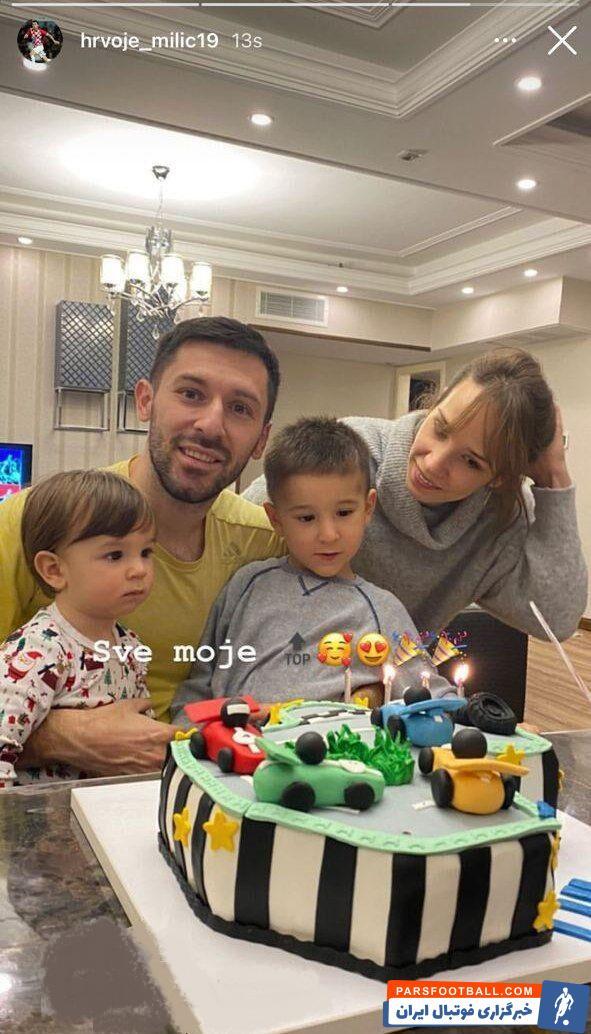 هروویه میلیچ ، مدافع کروات استقلال که به تازگی خانواده اش وارد تهران شده اند عکسی از همسر و فرزندانش در استوری اینستاگرام منتشر کرد.