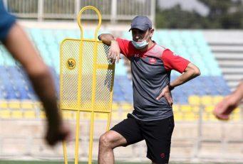 یحیی گل محمدی سرمربی پرسپولیس با انتشار پیامی در فضای مجازی ، انتخاب حامد لک به عنوان بهترین بازیکن لیگ قهرمانان آسیا از نظر هوادران را به او تبریک گفت .