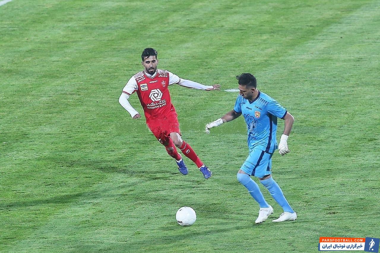 بشار رسن هافبک عراقی تیم پرسپولیس روز گذشته پشت سر آرمان رمضانی به عنوان مهاجم سایه در ترکیب سرخ ها حضور داشت.