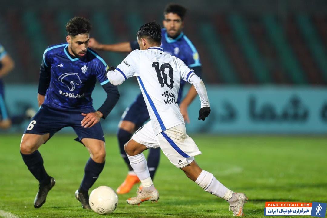 در بازی دیروز تیم های استقلال و پیکان مسعود ریگی و آرش رضاوند مصدوم شدند . پس از پایان بازی ، بعضی از استقلالی ها مدعی بودند که بازیکنان پیکان از عمد آن ها را مصدوم کردند .