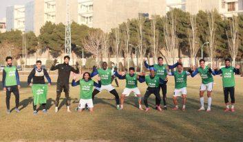 شیخ دیاباته که چند هفته ای است به دلیل آسیب دیدگی از تمرینات تیم به دور است، در روزهای اخیر به تمرینات گروهی و درون تیمی استقلال اضافه شده است.