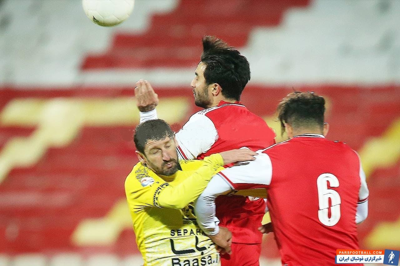 محمدرضا خلعتبری مهاجم کهنه کار و 37 ساله سپاهانی ها در دقیقه 74 به جای محمدرضا حسینی وارد زمین شد تا یکبار دیگر بازی مقابل تیم سابقش را تجربه کند.