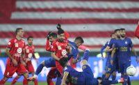 دیدار پرسپولیس و استقلال روز دوشنبه در ورزشگاه آزادی با نتیجه دو بر دو به پایان رسید .در این خبر ، ویدیویی از پشت صحنه جذاب برنامه فوتبال برتر در زمان دربی را می توانید ببینید.