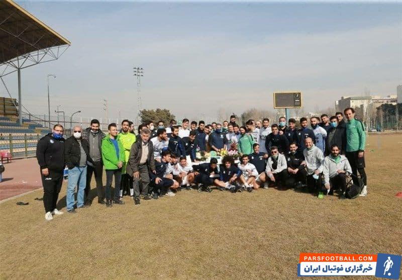 جشن تولد محمود فکری در تمرین استقلال