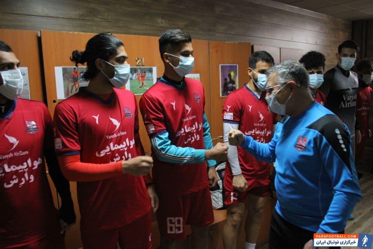مجید جلالی سرمربی جدید تیم نساجی مازندران امروز در جلسه ای با حضور مدیران این باشگاه به بازیکنان معرفی شد تا اولین جلسه تمرینی را برگزار کند.