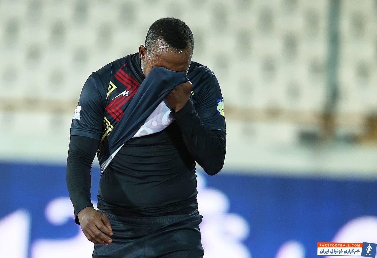 پاتوسی هافبک آفریقایی فولادیها در دومین تقابل با پرسپولیس، بازهم دستِ خالی میدان را ترک کرد و روز خوبی را در ورزشگاه آزادی نداشت.