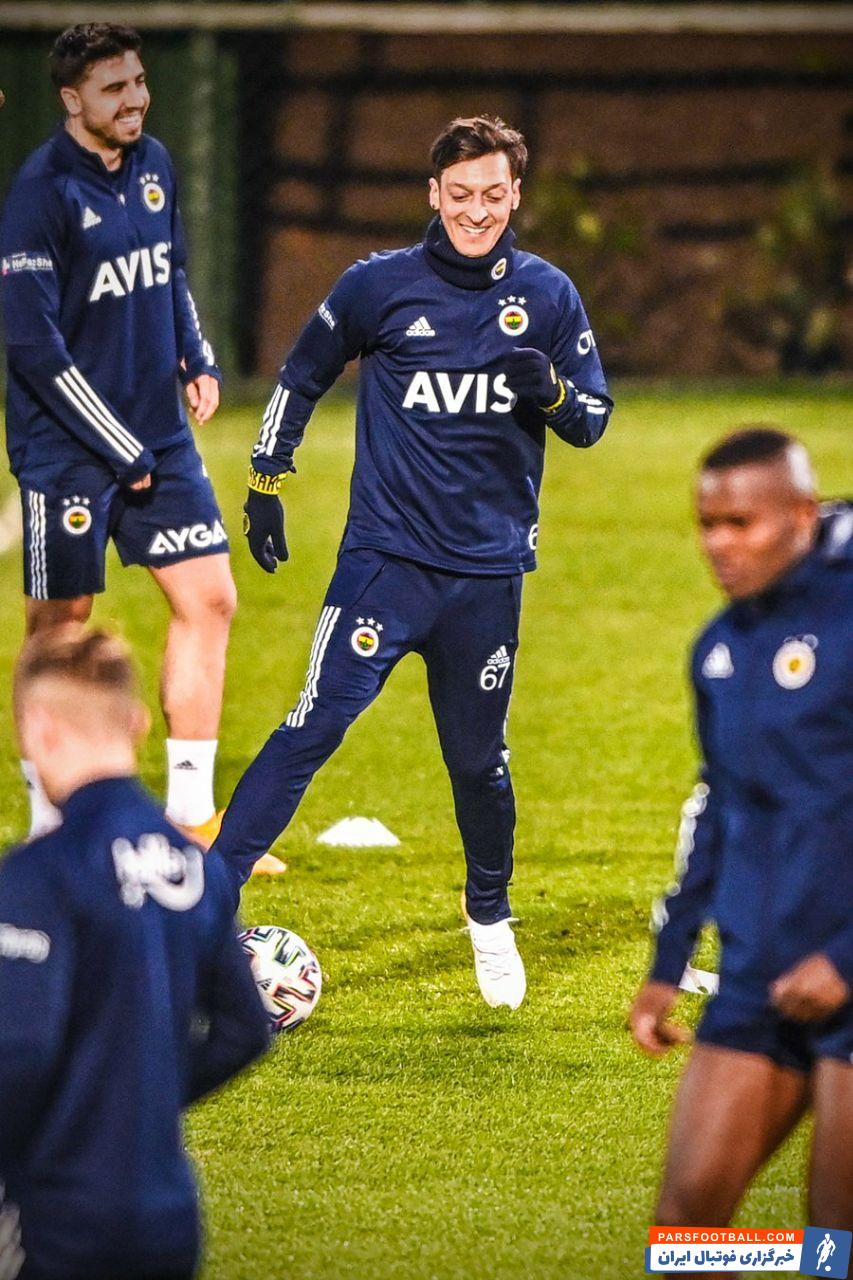 از طرفی در چند روز گذشته گفته شد که اوزیل با فنرباغچه به توافق کامل دست یافته و راهی این باشگاه ترکیه ای خواهد شد