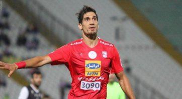 در سالی که فرزاد حاتمی در تیم سپاهان بازی می کرد ، روی اشتباه دروازه بان تیم فجر سپاسی یک گل عجیب و تصادفی را به ثمر رساند.
