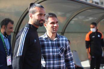 مسعود شجاعی پس از بازگشت به فوتبال ایران و پوشیدن پیراهن تراکتور، چندین بار به عنوان بازیکن مقابل سایپا به میدان رفته بود ...