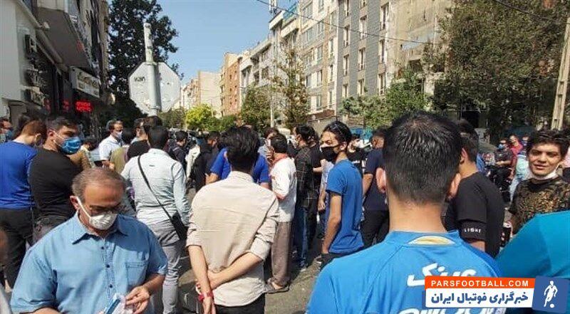شماری از هواداران تیم فوتبال استقلال که در محل تمرین آبیپوشان حضور دارند، بابت اتفاقات روز گذشته از سرمربی استقلال عذرخواهی کردند.