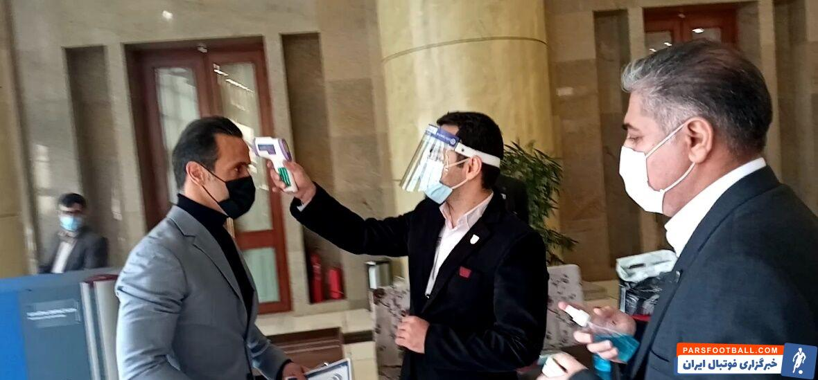 علی کریمی ، مصطفی آجورلو، کیومرث هاشمی و شهاب الدین عزیزی خادم چهار گزینه برای ریاست فدراسیون هستند و قرار است از اعضای مجمع رای بگیرند.