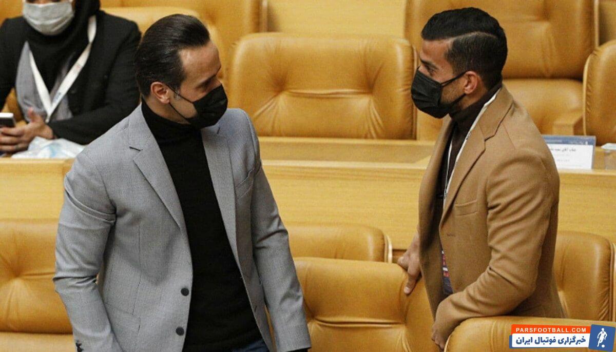 پیش از آغاز مجمع انتخاباتی فدراسیون فوتبال، علی کریمی و احسان حاج صفی خوشوبش گرمی با یکدیگر داشتند.