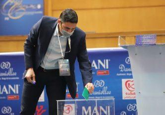 وحید هاشمیان خطاب به علی کریمی و مهدی مهدوی کیا پس از رای نیاوردن آن ها : فوتبال ایران به شما افتخار می کند