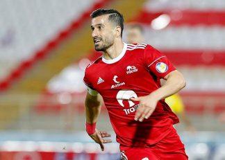 احسان حاج صفی ، بازیکن پیشین تراکتور که به سپاهان پیوسته است ، امروز برای اولین بار در تمرینات این تیم حاضر شد و با استقبال بازیکنان مواجه شد.