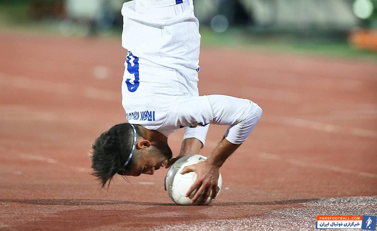 نادر محمدی بازیکن تیم پیکان گفت : تیم ما شاکله اش را در نیم فصل حفظ کرد و با این روند پیش بینی می کنم که بین شش تیم بالای جدول قرار بگیریم.