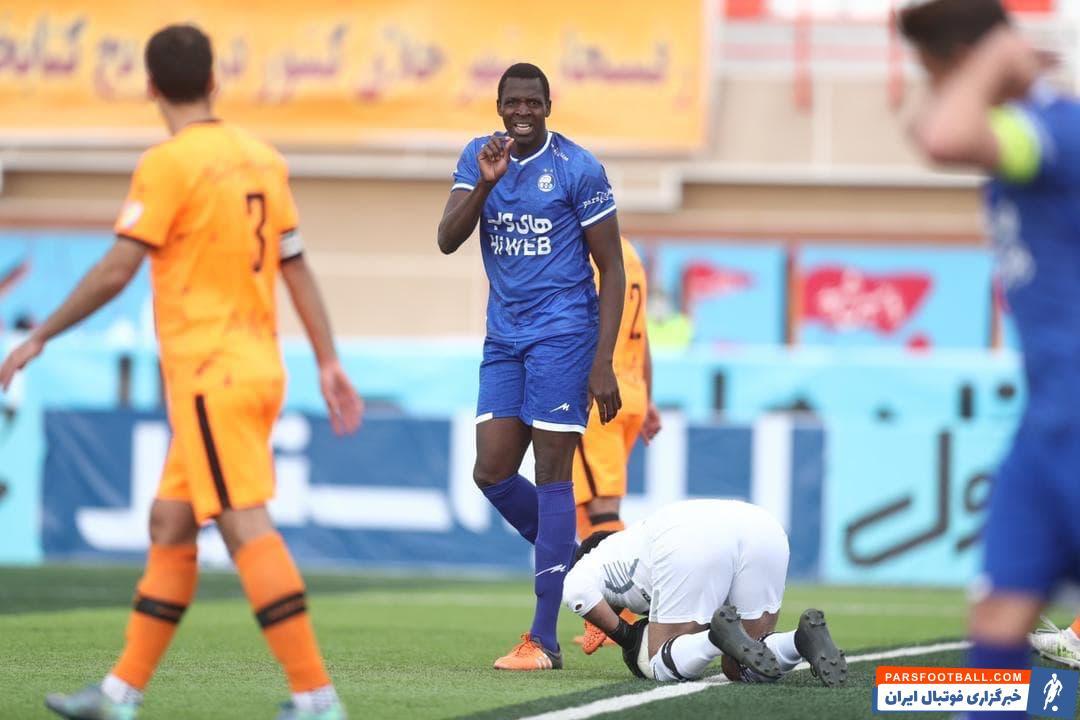 شیخ دیاباته مهاجم اهل مالی استقلال یک بار دیگر در امر گلزنی ناکام بود تا عدم گل زدن او بار دیگر هواداران این تیم را نگران کند.