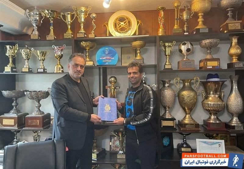 امضای رسمی قرارداد فراز کمالوند ، صالح مصطفوی و بهزاد نوشادی در استقلال